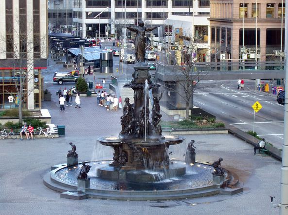 Cincinnati-fountain-square-full